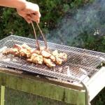 網に肉乗せて焼き肉のタレで食べるマンネリキャンプ飯から脱却!キャンプの食事をワンランクアップさせる3つの方法