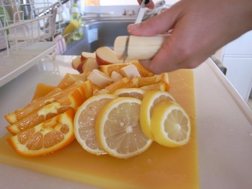 フルーツをカット